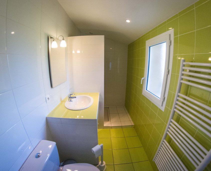 salle-de-bain-chambre-hotes-saint-medard-en-jalles-theme-vert