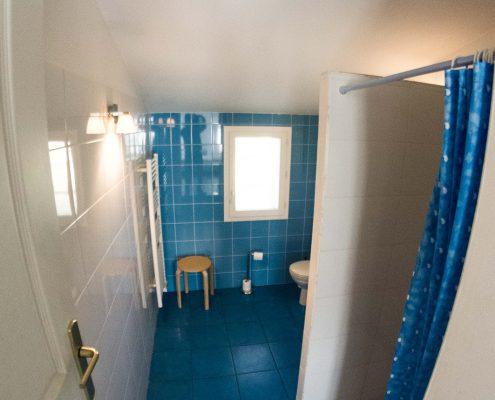salle-de-bains-chambre-hotes-saint-medard-en-jalles-theme-bleu